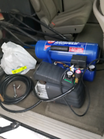 4 gallon air compressor. Cambell&Hausfeld. Acc. Good condition.