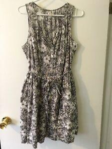 Women's GAP Floral Print Button Front Dress Size 10 London Ontario image 1