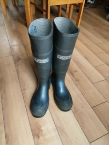Steel toed rubber boots
