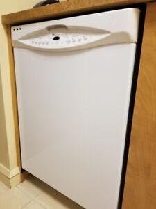 Lave-vaisselle blanc de marque Maytag