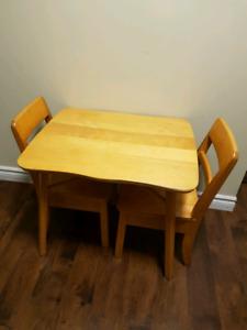 Petite table en bois pour enfant