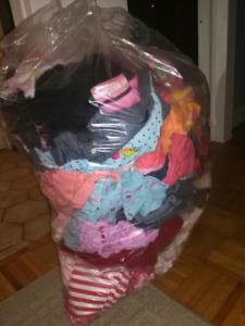 Lot de vêtements de fille 18 mois, 24 mois, et 2 ans.