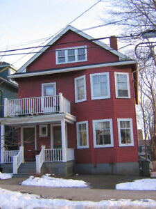 3 BDR FLAT IN SOUTHEND HFX.  10 MINS. TO DAL.  UTILITIES INCUDED