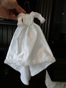 Barbie Wedding Dress, Veil and Bouquet in Perfect condition. Kitchener / Waterloo Kitchener Area image 2