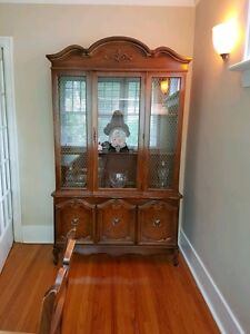 BEAUTIFUL VINTAGE ANTIQUE DINING ROOM HUTCH AND DISPLAY CASE