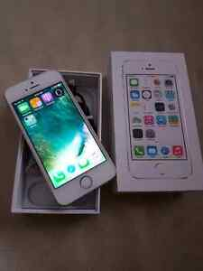 Bell iPhone 5s 32gb with box and cable