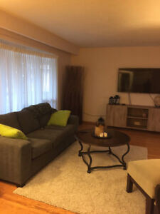 Clean 3 bedroom house close to Oakville Place available Nov 15