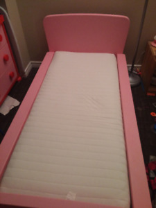 Bed and Dresser Mammut