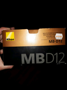 NIKON MB-D12 BATTERY GRIP (D810/D800)