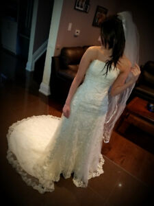 STRAPLESS, BEAUTIFUL *HIGH END* OFF WHITE WEDDING DRESS * SIZE 0