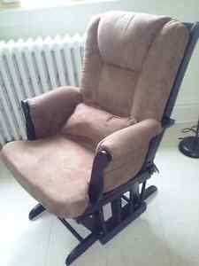 Rocking chair buy or sell chairs recliners in ontario for Chaise bercante
