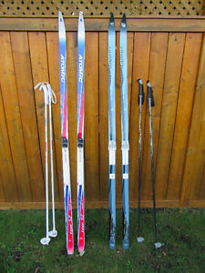"skis de fond 73"" (1,86 m) + bâtons / crosscountry skis + poles"