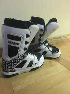 Sz 8 men's thirty two snowboard boots