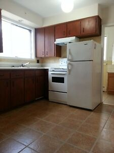 ALL INCLUSIVE $845.00-1 BED, MAIN FLR SUITE, EXCELLENT LOCATION!