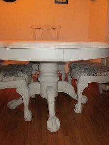 Unique scalloped edge table and four matching chairs Stratford Kitchener Area image 1