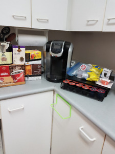 KEURIG 2.0 PLUS TRAY AND PODS