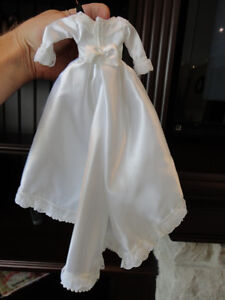 Barbie Wedding Dress, Veil and Bouquet in Perfect condition. Kitchener / Waterloo Kitchener Area image 3