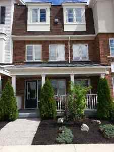 TOWNHOME FOR LEASE (UPPER LEVEL)
