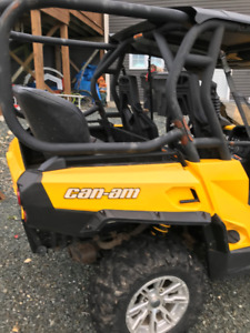 Seat and roll cage for Can-am side by side