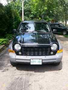 Jeep liberty 2005 great condition e test and safetied Windsor Region Ontario image 3