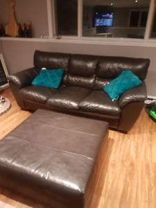 Brown Couch w/  brown ottoman