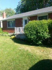 2 Rooms available to Rent.  NEAR ST.LAWRENCE. $525 ALL INCLUSIVE