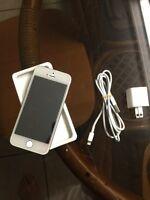 Selling iPhone 5S !! 16GB BELL & VIRGIN LOCKED
