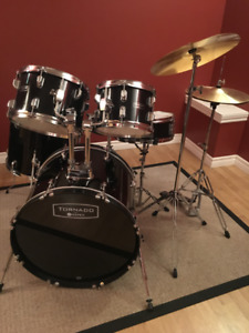Mapex Tornado Rock Drum Set