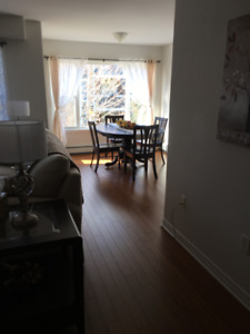 Spacious and bright 1 bdr plus den available in quiet South End