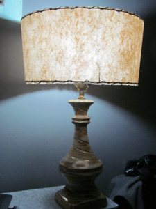 VINTAGE MID CENTURY TABLE LAMP WITH FIBERGLASS SHADE