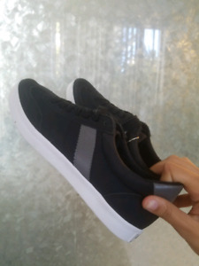 UNUSED WOMEN'S OUTFITTER SNEAKERS (SIZE 9) LOOKING FOR NEW HOME