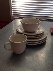 Pottery Barn Emma Dinnerware Collection Dishes Oakville / Halton Region Toronto (GTA) image 1