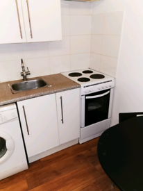 Studio flat to let in Feltham