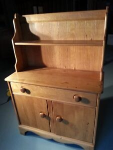 MAPLE COUNTRY HUTCH TOP SIDEBOARD