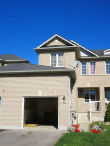 3 BDR townhouse in west Dunlop in Barrie for rent