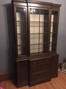 Antique China Cabinet / Vaisselier antique