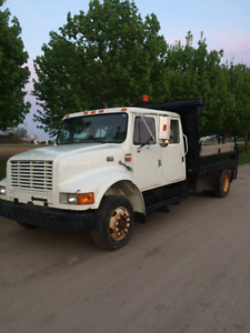 1999 International 4700 low pro landscapers dump truck