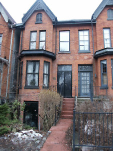 VICTORIAN THREE BEDROOM HOUSE FOR LEASE