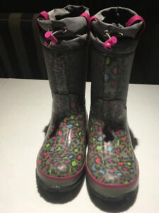 LIKE NEW! Cougar Neoprene Boots  Youth size 1