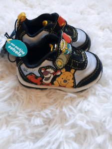Winnie the pooh baby shoes new with tags