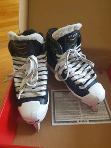 Goalie Skates • CCM Tacks SENIOR Size 6 (adult shoe size 7.5)