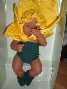 NEW IN BOX 1999 Anne Geddes Daffodil Baby Doll 12 inch LARGE