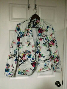 Bright and fun floral blazer in size 14
