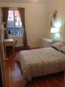 Octobre Chambre meublée/furnished room Metro Outremont