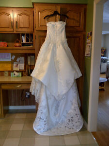 Wedding Dress and Veil with Bag - Size 5/6  Paid over **$1000
