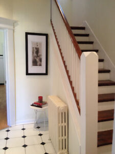 Beautiful, Furnished room on Ossington for STUDENT in August