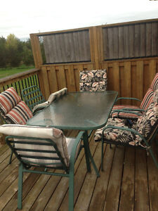 Patio Table and Chairs With Umbrella Holder