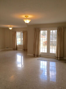 Ancaster Village Condo/Apartment - 2000 sq ft with large Balcony