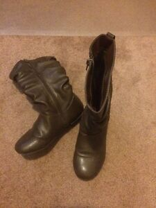 Girls sz 2 zip up boots