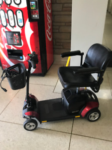 SCOOTER FOR SALE IN MINT CONDITION WITH BRAND NEW BATTERY